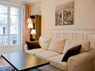 Charming 2 Bedroom Paris Apartment - Paris vacation rentals