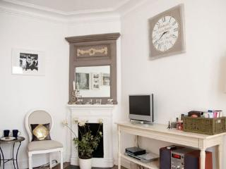 Elegant Parisian Vacation Apartment - Paris vacation rentals