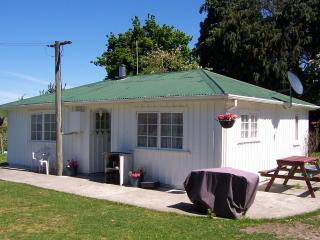 Kaikoura Farm Cottage - FREE entry to Farm Park - Kaikoura vacation rentals
