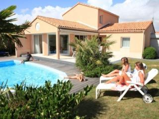 Sophora with private swimming pool - Longeville-sur-mer vacation rentals