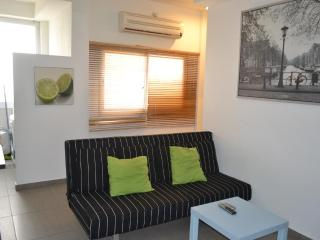 2 blocks to Marina cheap summer apartment Tel Aviv - Tel Aviv vacation rentals