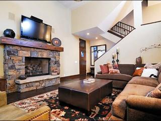 New & Luxurious Townhome - Contemporary Decor & Finishes (1230) - Ketchum vacation rentals