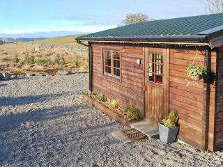 THE HIDEAWAY, detached studio accommodation, parking, garden, in New Galloway, Ref 23072 - Moniaive vacation rentals