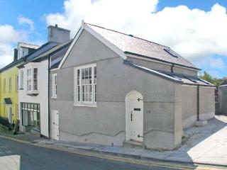 MERLIN'S HOUSE, superb character cottage, pet-friendly, town centre location, in Llandeilo, Ref 16372 - Pembrey vacation rentals