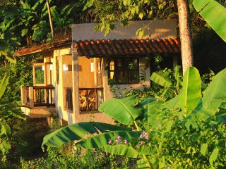 Villa Jakal, Ocean View Getaway, 150m to the beach - Puntarenas vacation rentals