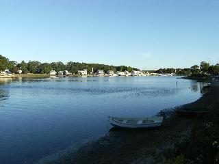 Lovely Beachfront Cottage in Buzzards Bay Cape Cod - South Shore Massachusetts - Buzzard's Bay vacation rentals