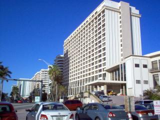 COMFORTABLE STUDIO AT MILLIONAIRES ROW - Miami Beach vacation rentals