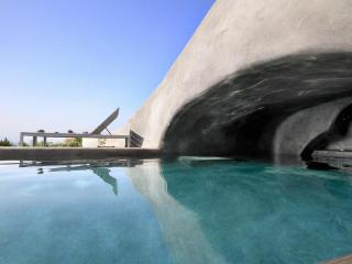 Oia's View Cavehouse VII private swimming pool - Oia vacation rentals