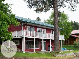 Newly Remodeled Adorable Home on Echo Lake! 4 Bedrooms/2.5 Bathrooms! - Bigfork vacation rentals