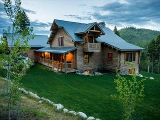 Call in deal only Rent 5 nights get 2 free on this Luxurious Mountain Lodge! - Lakeside vacation rentals