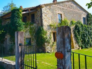 Villa in Tuscany with Indoor/outdoor Heated Pool , Sleeps 10 - Torre Alfina vacation rentals