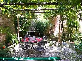 Rome with a Garden! Delightful 1 Bedroom Apartment with Private Garden in Historic Trastevere - Rome vacation rentals