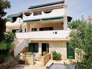 Apartments TeaTom-Kaurloto 6+2 - Mandre vacation rentals
