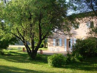 Lou Pastre, 2 Bedroom Cottage with WiFi and Fireplace - Grans vacation rentals
