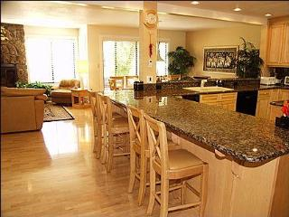 Spacious Townhome, 4 Bedrm, 3.5 Bath, Sleeps 12 - Snowmass Village vacation rentals