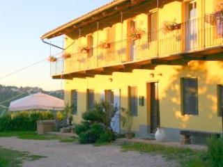 CA MOMPLIN II - FARMHOUSE IN LANGHE AND ROERO ( Pool at Exclusive Country Club) - Calamandrana vacation rentals