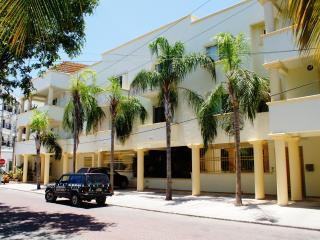 5th ave Playa Del Carmen 2 bdrm, Great location - Playa del Carmen vacation rentals