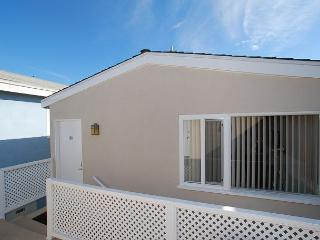 Great Oceanside Upper Back Unit! Newly Furnished! (68290) - Newport Beach vacation rentals