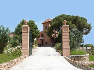 Elegant suite Ficodindia with pool, garden and art - Santa Flavia vacation rentals