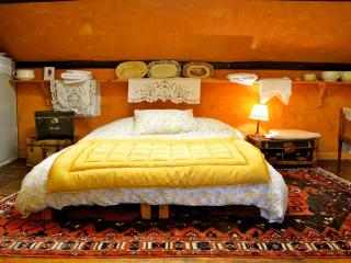 New Inn Brilley  Mustard Yellow Room - Hereford vacation rentals