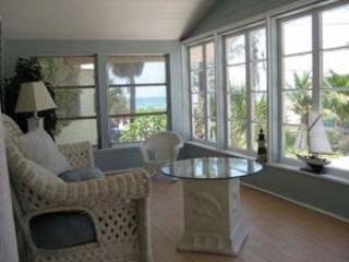 2 Bedroom 1 Bathroom Apartment in the Heart of Bradenton Beach (BB02) - Image 1 - Bradenton - rentals