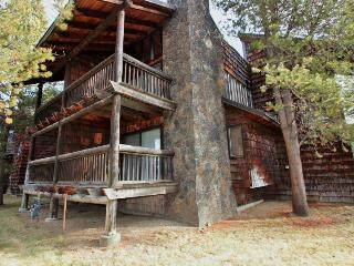 Condo on golf course near SHARC with shared hot tub! - Sunriver vacation rentals
