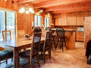 Private hot tub, access to SHARC! - Sunriver vacation rentals