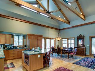 Riverfront With Hot Tub, WiFi and Private Dock with 2 Canoes - Sunriver vacation rentals
