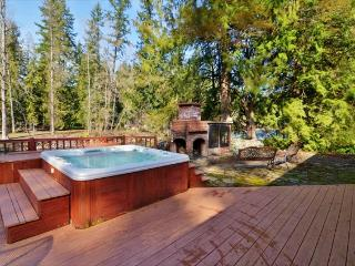 Riverfront retreat for entertaining  with private hot tub! - Molalla vacation rentals