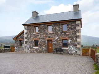 BRANDON HOLIDAY HOME, beautiful views, en-suite facilities, open fire, Ref 24501 - Cloghane vacation rentals