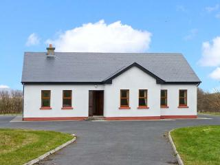 CORN CRAKE detached cottage with open fire, close to beach, mountain views in Louisburgh Ref 24547 - Louisburgh vacation rentals