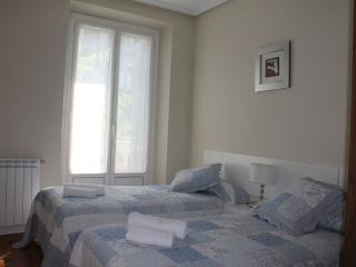 EASO::Beach, centric, balcony. 8p - San Sebastian - Donostia vacation rentals