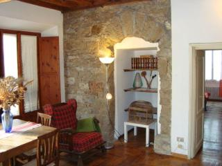 Central Apartment Duomo Historical Building-wifi - Florence vacation rentals