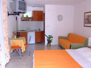 Nr Lux- Studio (2+1) - Sveti Stefan vacation rentals