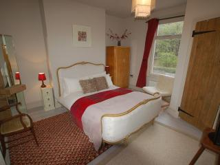 Simon's Cottage - Sheffield, Nr the Peak District - Sheffield vacation rentals
