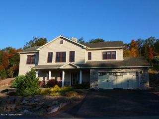 424 Laurelwoods~~3 Bedroom, 3 Bath Sleeps 10-12 - Lake Harmony vacation rentals