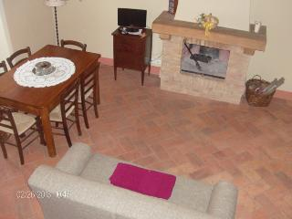 2 Bedroom Holiday Rental in the Heart of Val d'Orcia in Tuscany - San Quirico d'Orcia vacation rentals