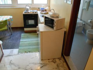 Cozy quiet studio in  city centre wifi 1-4 persons - Naples vacation rentals