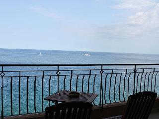 Modern 3 Bedroom A/C Seafront Apt FREE Wifi L3 - Island of Malta vacation rentals