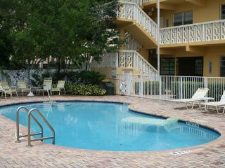 Waterfront Condo newly renovated walkable to beach - Fort Lauderdale vacation rentals