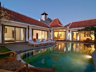 4 BDR SEMINYAK, Amazing Value, Great Location - Seminyak vacation rentals