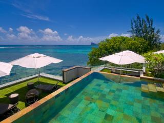 Amaranth 1, ultra-smart, beachfront. - Cap Malheureux vacation rentals