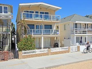 4 Bedroom Oceanfront Middle Unit! Walk to the Balboa Pier! (68249) - Balboa vacation rentals