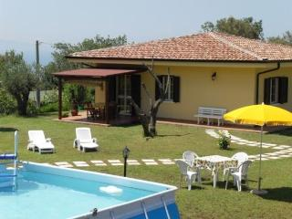 Apt Girasole in villa garden pool wifi sea view - Capo Vaticano vacation rentals