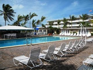 Wonderful condo with pool, tikibar, tennis & golf - Florida Keys vacation rentals