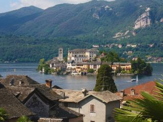 Aprtment with beautiful lake view in the centre. - Dormelletto vacation rentals