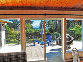 Coast Villa, ocean view cottage accommodate  2-12 - Sunshine Coast vacation rentals