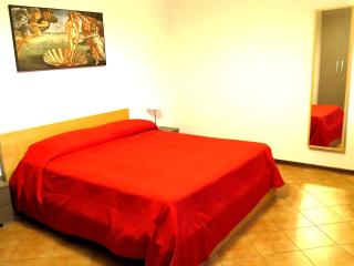 Lucca Inn apartment sleep low cost! - Lucca vacation rentals