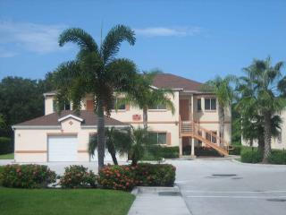 Lovely  furnished 2 BR/2 b second floor condo - Sarasota vacation rentals