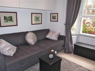 Stylish Studio + free wifi 5min walk from Thames - London vacation rentals